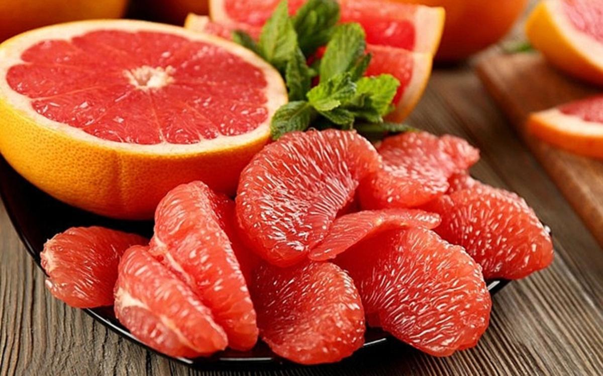 Bưởi: Các chất dinh dưỡng trong bưởi kích hoạt các tế bào mỡ nâu, giúp đốt cháy calo đồng thời giảm cảm giác thèm ăn.