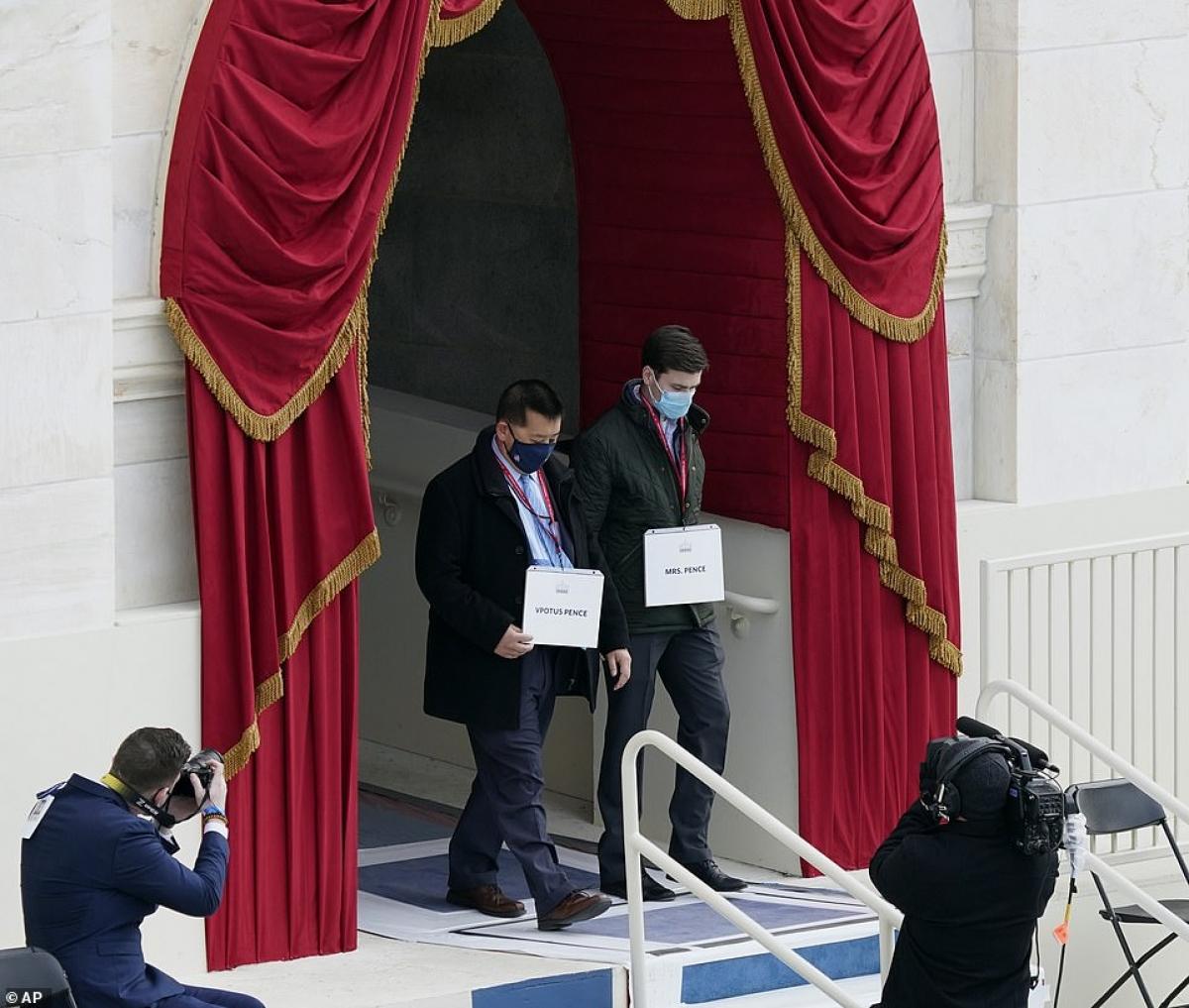 Trong số các khách mời tới dự lễ nhậm chức của ông Biden, có cả các cựu Tổng thống George W. Bush và Barack Obama. Tổng thống Donald Trump được cho là sẽ không tới dự lễ nhậm chức của người kế nhiệm. Ảnh: AP