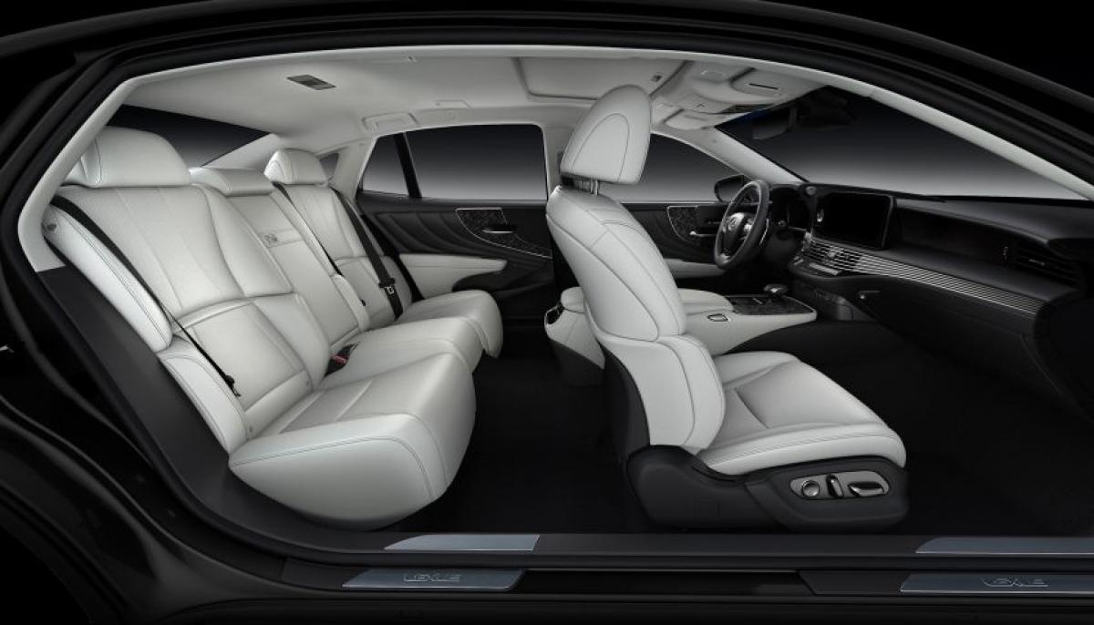 Lexus cho biết, họ cũng đã thực hiện thêm những nâng cấp cho động cơ tăng áp. Do đó động cơ giờ đây được hưởng lợi từ việc những piston được thiết kế lại, được cho là giảm tiếng ồn động cơ khi động cơ bị lạnh. Sức mạnh vẫn được giữ nguyên như trước đây, sản sinh công suất 412 mã lực tại vòng quay 6.000 vòng/phút và mô men xoắn 600 Nm tại vòng quay từ 1.600 đến 4.800 vòng/phút. Điều này giúp xe có khả năng tăng tốc ấn tượng từ 0-100 km/h trong 5 giây cùng mức tiêu thụ nhiên liệu đạt ở mức 9,7 L/100 km.