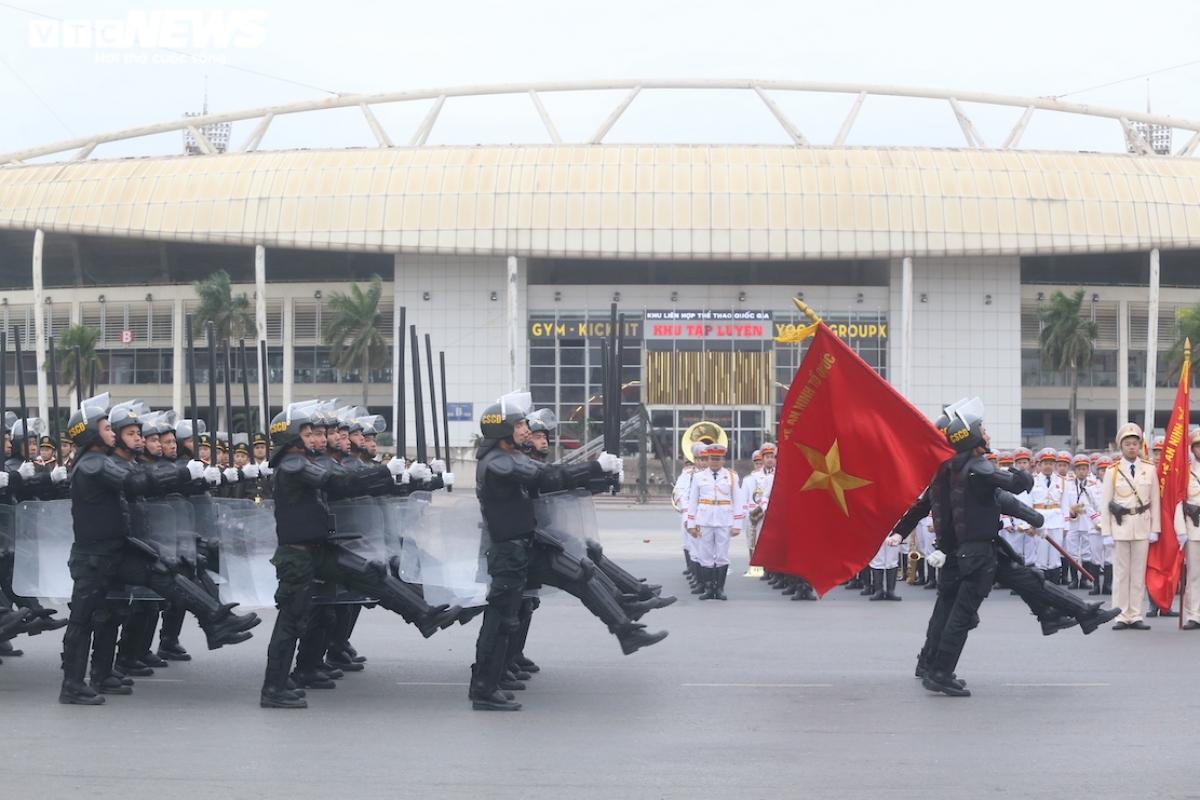 Bộ Công an phối hợp với Bộ Quốc phòng tổ chức buổi tổng duyệt phương án bảo vệ Ðại hội đại biểu toàn quốc lần thứ XIII của Ðảng.