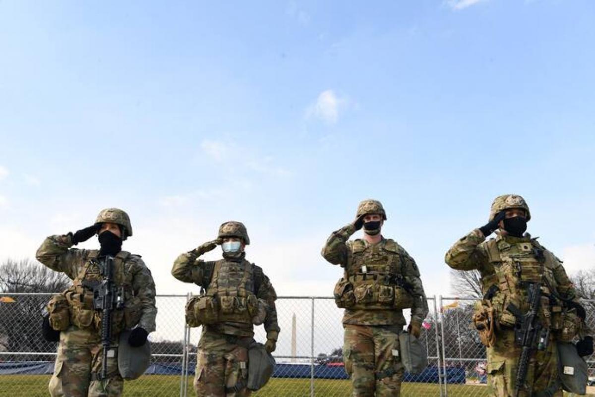 Các thành viên thuộc lực lượng Vệ binh Quốc gia tại Washington DC trong lễ nhậm chức của ông Biden. Ảnh: Washington Post