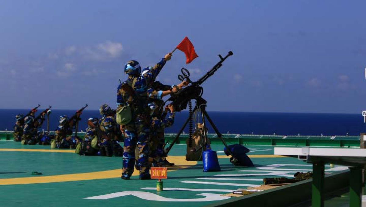 Tại các nhà giàn DK1, đoàn công tác đã nghe chỉ huy trưởng báo cáo công tác trực sẵn sàng chiến đấu trong dịp Tết Nguyên đán, công tác tổ chức chăm lo, đời sống vật chất tinh thần cho bộ đội đón xuân Tân Sửu. Thay mặt đoàn công tác, Đại tá Phạm Quyết Tiến, Phó Tư lệnh, Tham mưu trưởng Vùng 2 Hải quân đã biểu dương những thành tích đạt được của cán bộ, chiến sỹ các nhà giàn DK1 thời gian qua. Trong đó nhấn mạnh về tinh thần, ý chí, bản lĩnh của chiến sỹ nhà giàn DK1 trong điều kiện hoạt động độc lập nơi tuyến đầu Tổ quốc.