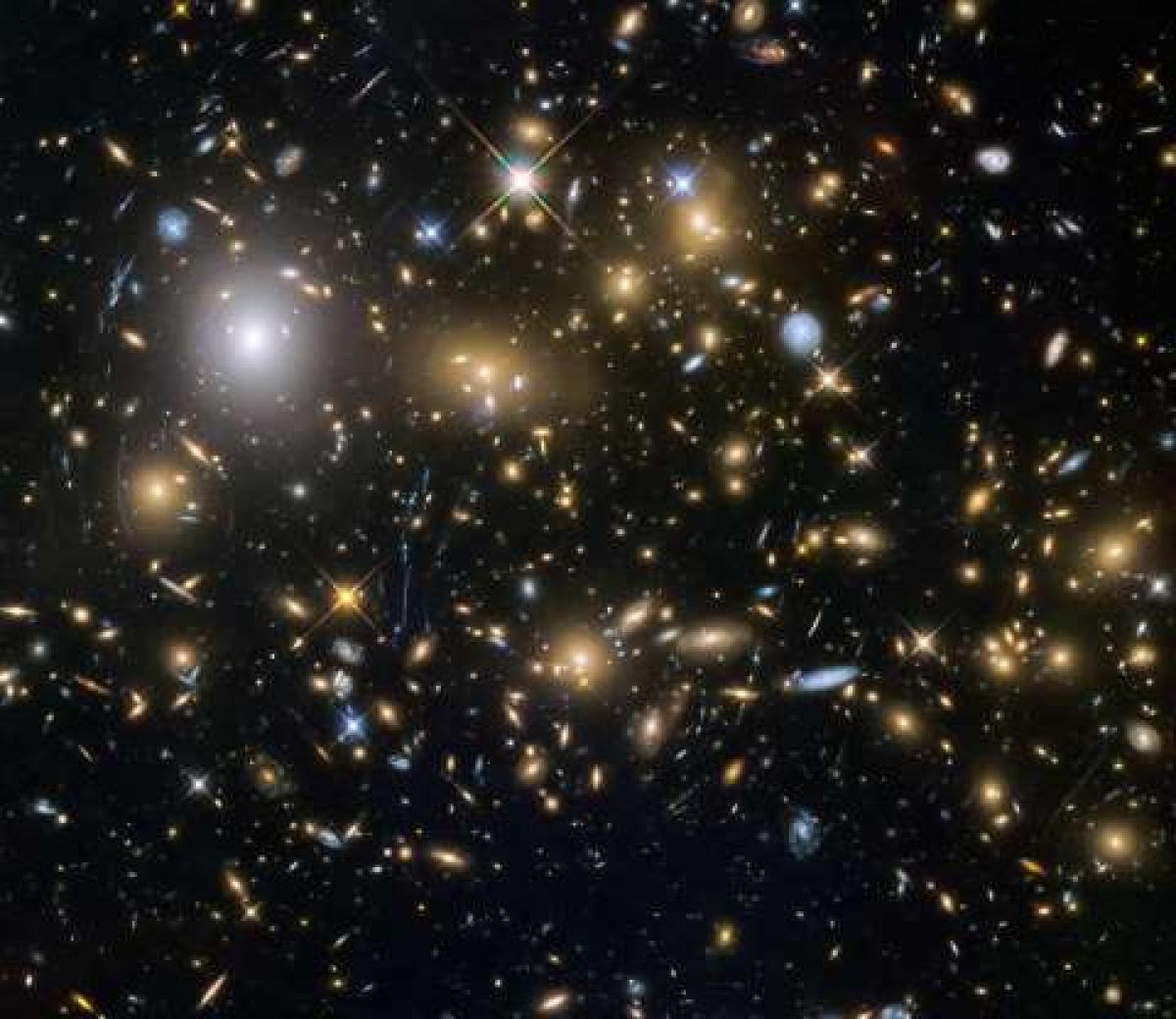 Năm 2015, Kính Thiên văn Hubble đã quan sát được thời điểm cách đây 12 tỷ năm để mở cánh cửa nhìn sâu hơn vào vũ trụ thuở sơ khai. Kính thiên văn này đã quan sát được những thiên hà ra đời sớm nhất và mờ nhất, trong số đó có những thiên hà được hình thành chỉ cách vụ nổ Big Bang khoảng 600 triệu năm./.