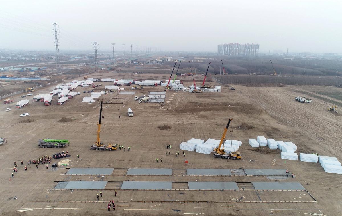 Khoảng 3.000 phòng lắp ghép dự kiến sẽ được hoàn thành trong 3 ngày tới. Nguồn: Tân Hoa xã