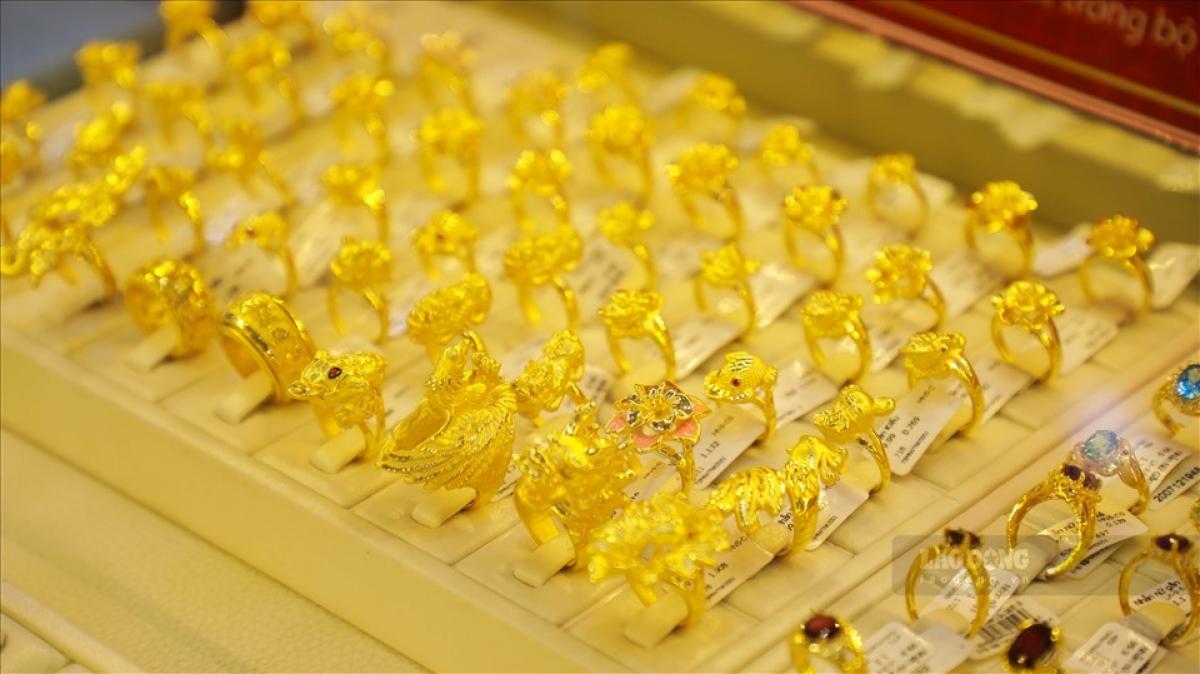 """Giá vàng trong nước tăng """"ngược chiều"""" với vàng thế giới. (Ảnh: KT)"""