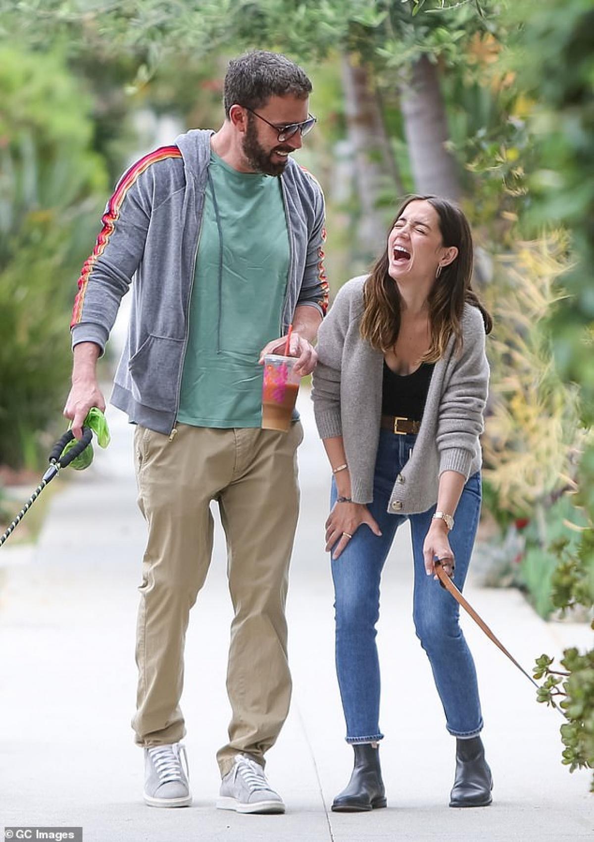 """Ana de Armas và Ben Affleck công khai hẹn hò từ đầu năm 2020 sau khi đóng cùng nhau trong bộ phim """"Deep Water""""./."""