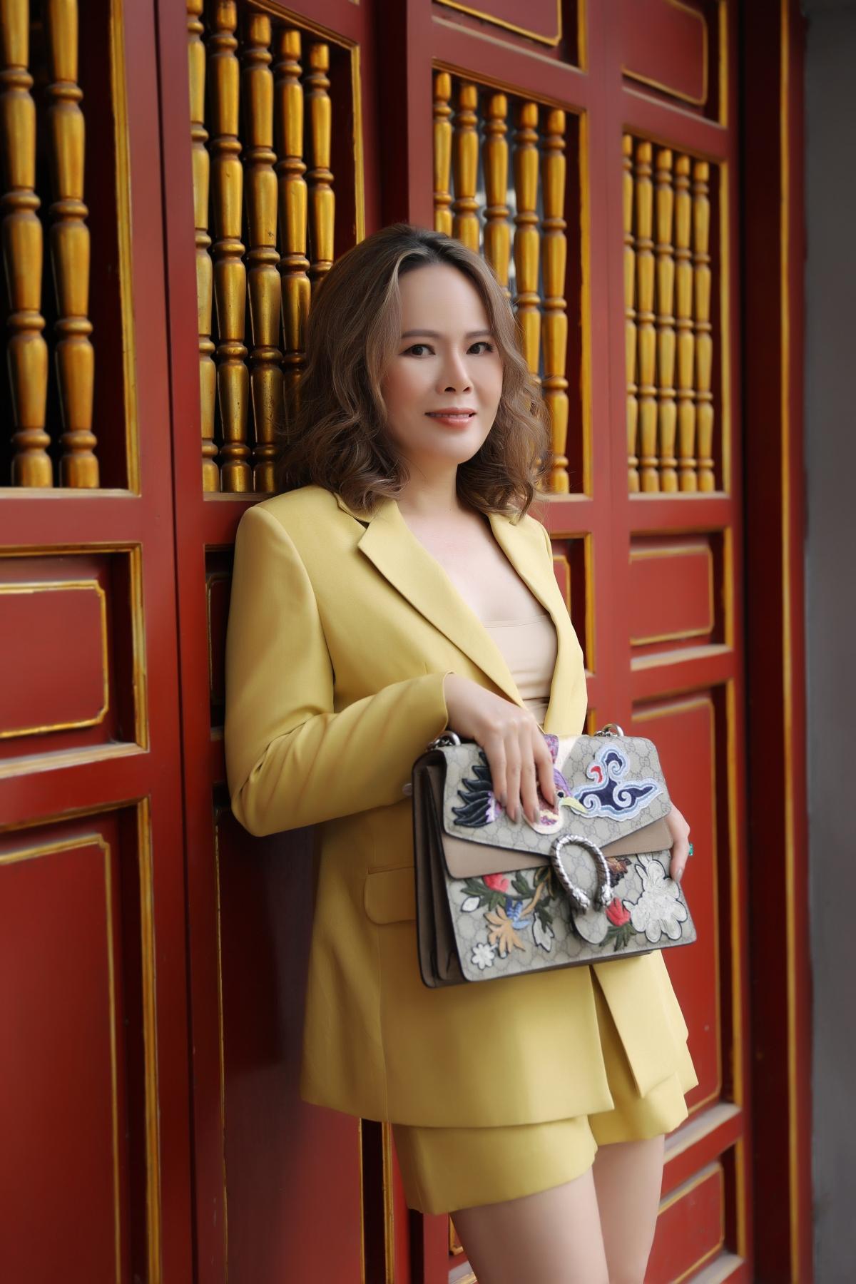 Không chỉ gây ấn tượng với gương mặt và phong cách thời trang sang trọng, vóc dáng của Mrs Việt Nam Trần Hiền cũng ngày càng hoàn hảo.
