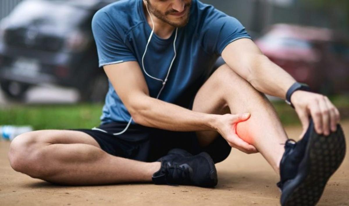Đau bắp chân: Đau bắp chân thường là do mất nước trong quá trình tập thể dục, hoặc do mất cân bằng điện giải. Những cơn đau này thường không nghiêm trọng và sẽ tự biến mất sau một thời gian ngắn.