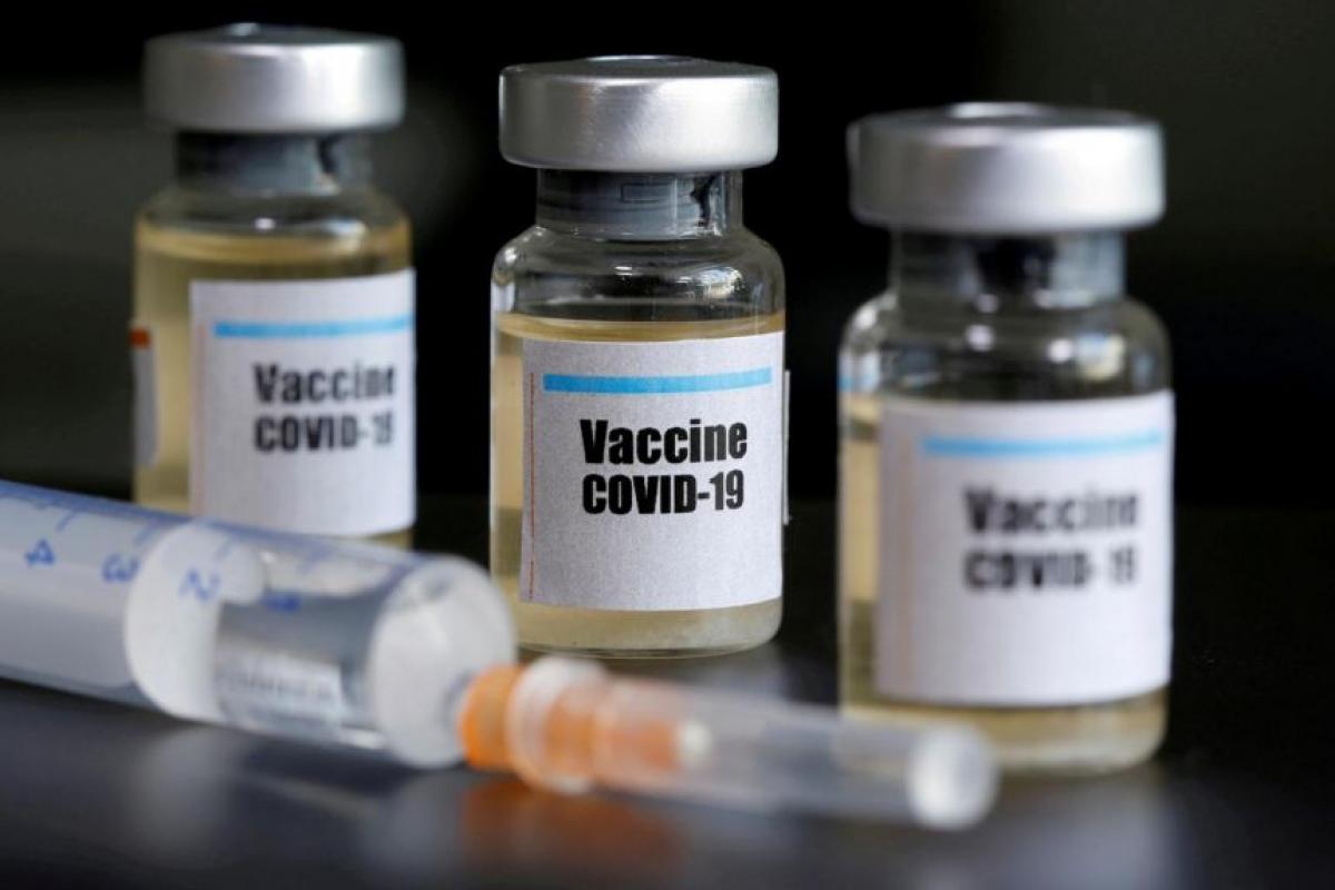 Việc nâng cấp vaccine Covid-19 để đối phó với biến thể mới có thể sẽ mất nhiều thời gian. Ảnh: Reuters