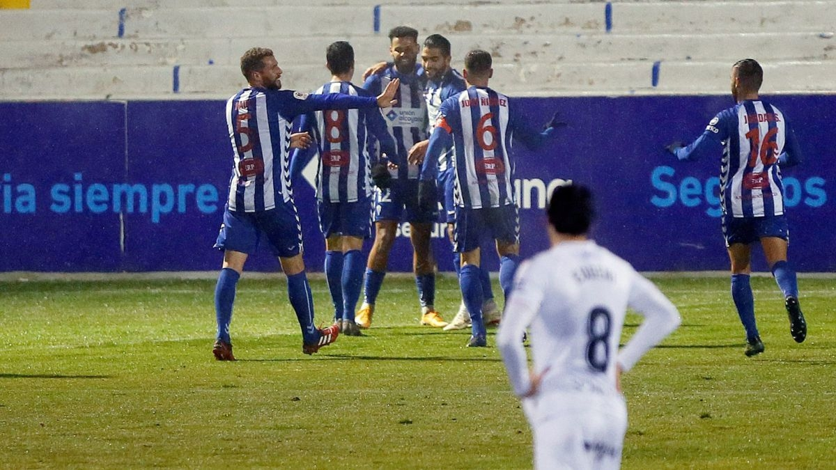 Các cầu thủ Alcoyano ăn mừng chiến thắng. (Ảnh:AS).