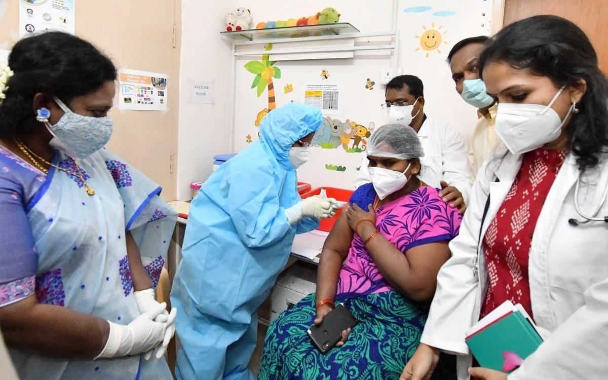 Diễn tập tiêm chủng đại trà vaccine Covid-19 tại một bệnh viện ở thành phố Hyderabad, bang Telangana, Ấn Độ. Ảnh: ANI.