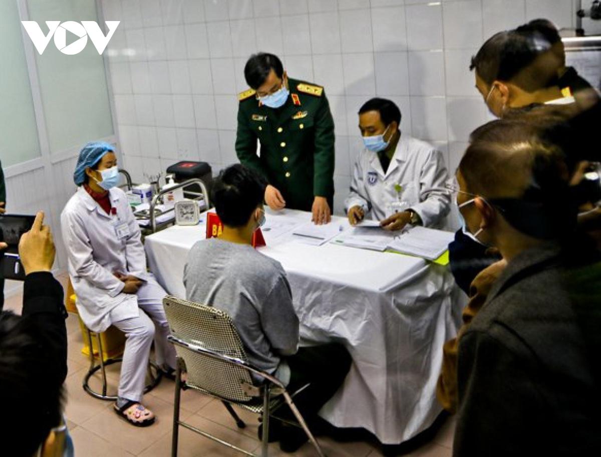 Tình nguyện viên tiêm thử vaccine COVID-19 tại Việt Nam.
