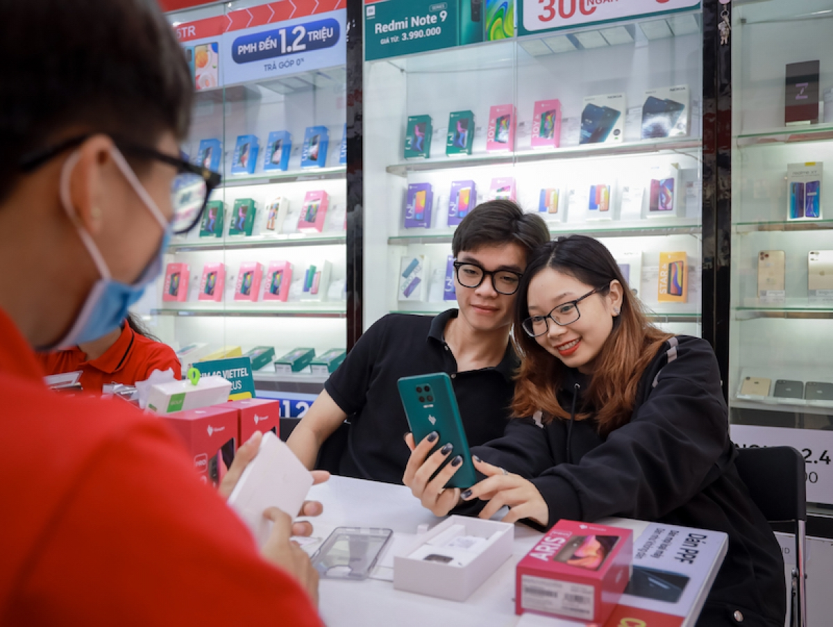 Chỉ sau 2 năm ra mắt, các dòng sản phẩm điện thoại Vsmart được người tiêu dùng đón nhận bằng chất lượng sản phẩm và giá cả cạnh tranh.