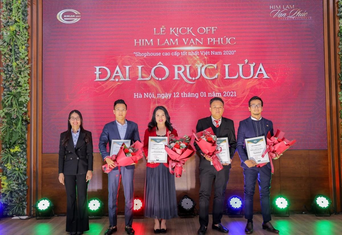 Him Lam Land đã trao chứng nhận phân phối chính thức dự án Him Lam Vạn Phúc cho các đơn vị phân phối.