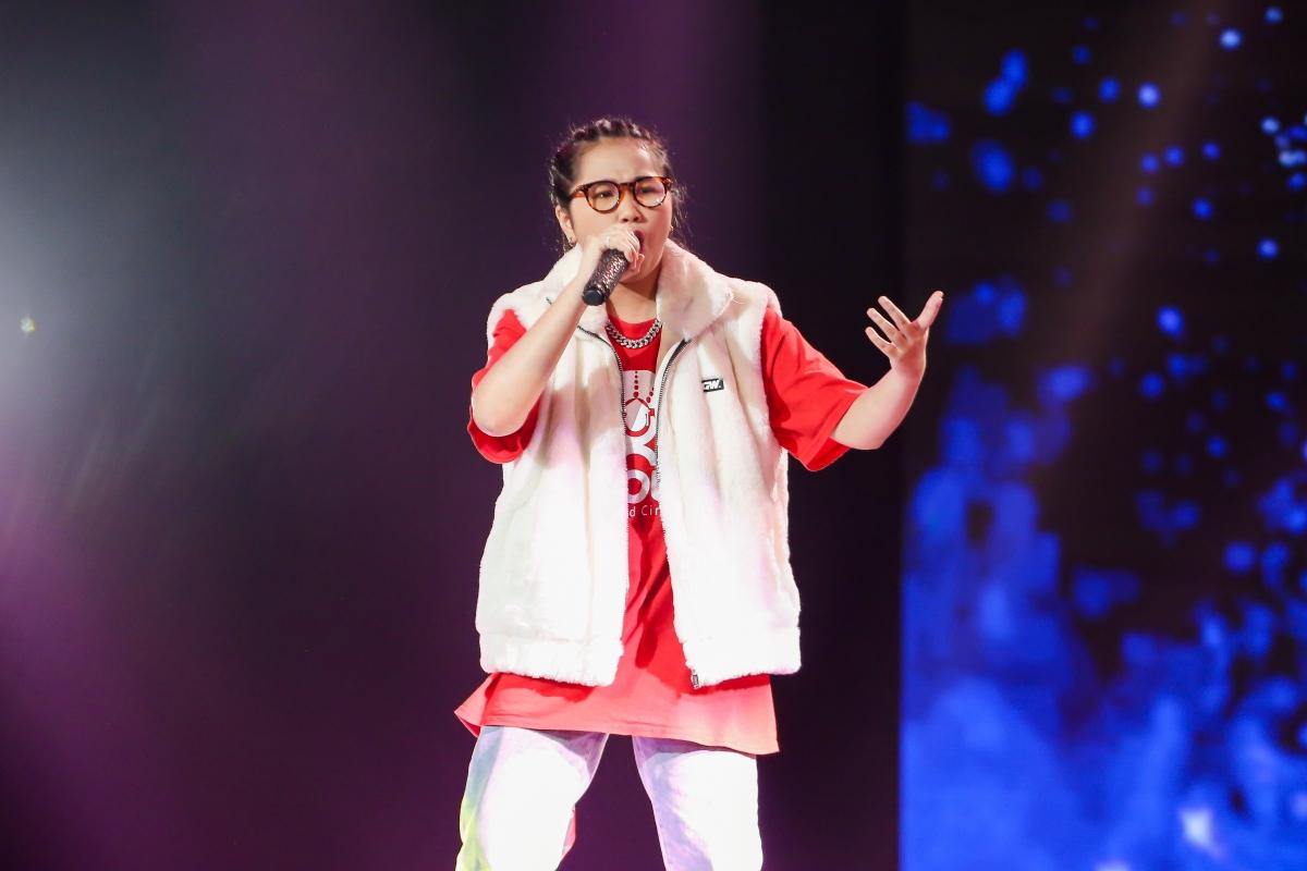 """Trên nền nhạc của Quán quân King of Rap ICD, Anh Thư đã sáng tác ca khúc gây xúc động""""Mong năm tới sẽ tốt hơn""""."""