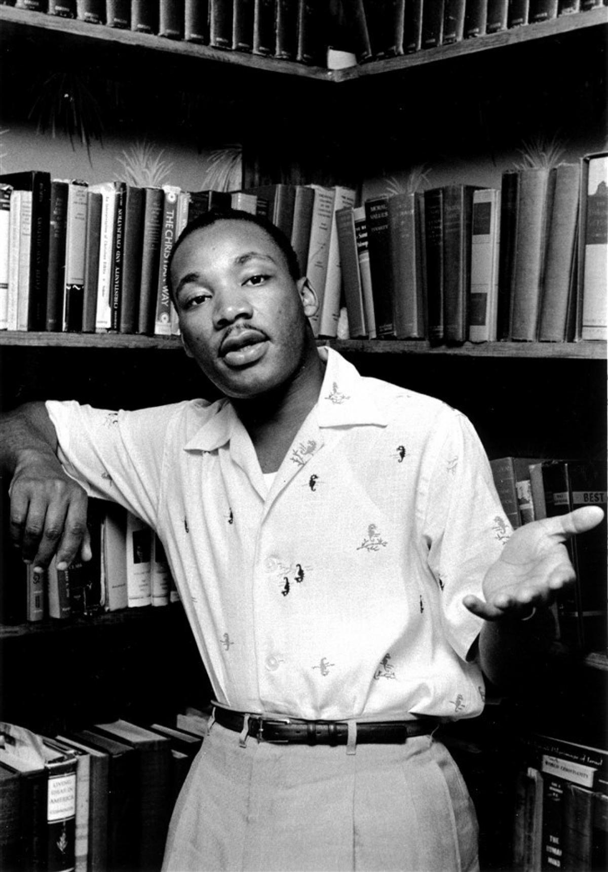 Mục sư King tại nhà riêng ở Montgomery, Alabama vào tháng 5/1956. Ảnh:Getty Images