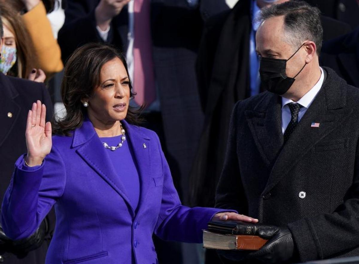 BàKamala Harris tuyên thệ nhậm chức Phó Tổng thống Mỹ. Ảnh: Reuters