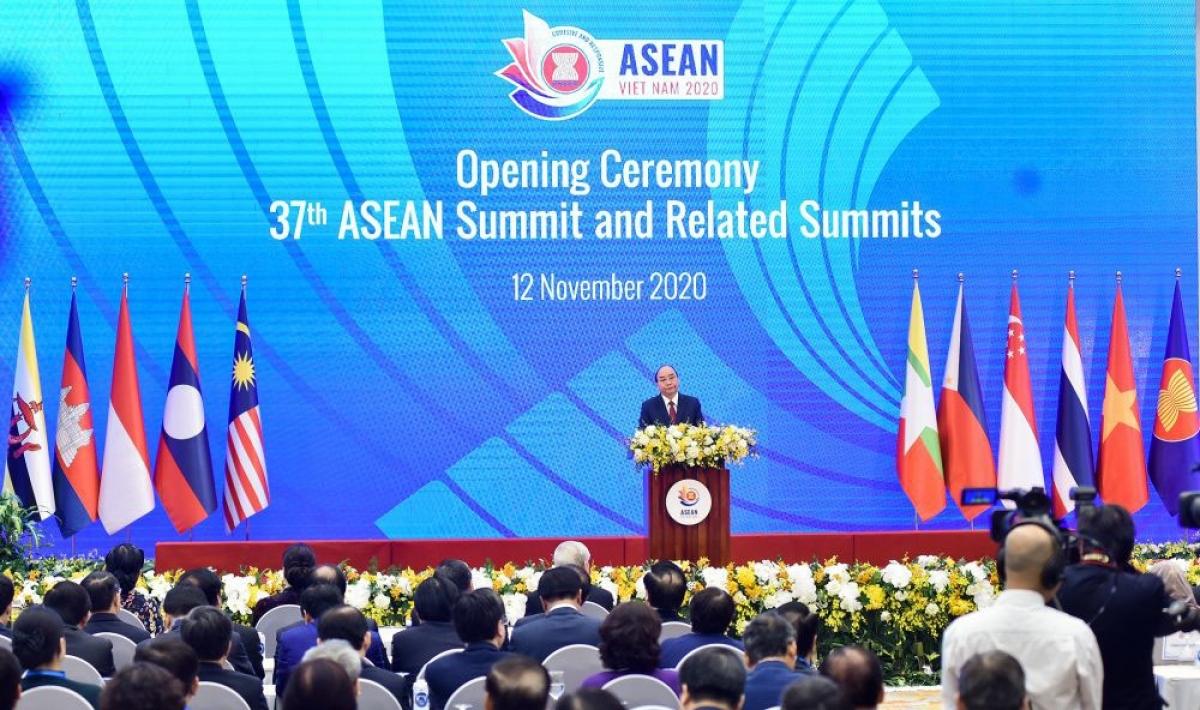 Hội nghị Cấp cao ASEAN lần thứ 37 và các hội nghị cấp cao liên quan diễn ra tại Hà Nội từ 12-15/11 - Ảnh: Thủ tướng Nguyễn Xuân Phúc phát biểu khai mạc Hội nghị Cấp cao ASEAN 37. Ảnh: VGP