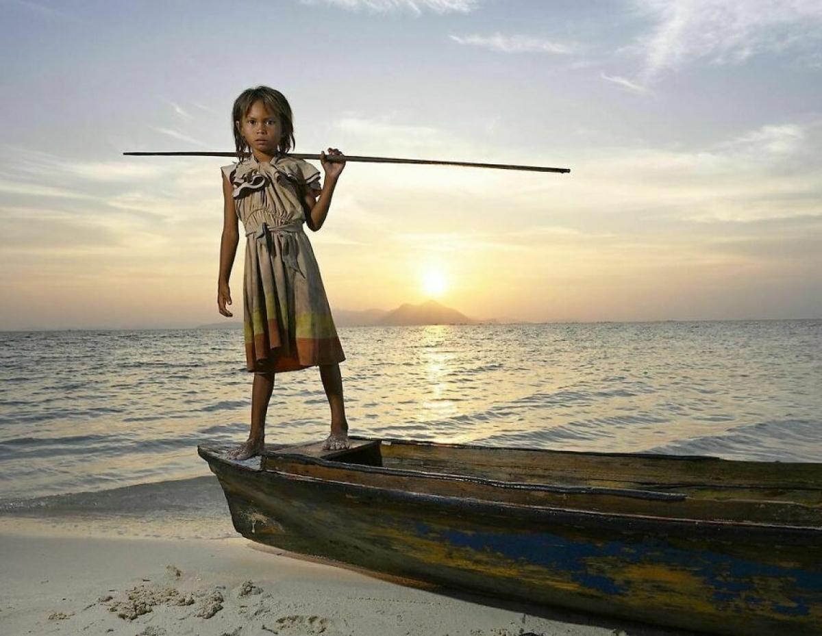 Tuổi thơ gắn liền với biển cả của cô bé ở Malaysia.