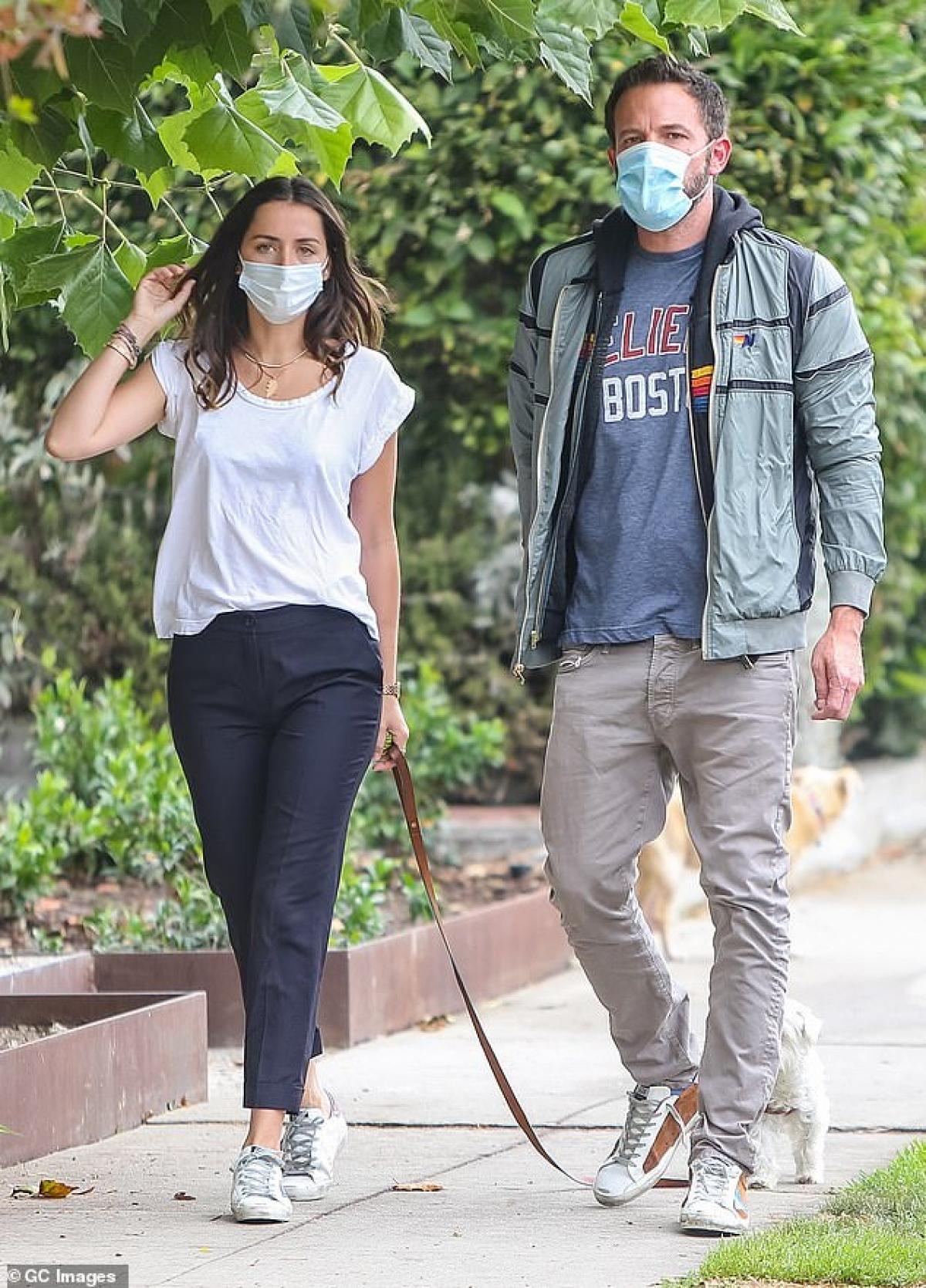 Ana de Armas và Ben Affleck được cho là chia tay trong êm đẹp. Lý do Ana de Armas và Ben Affleck chia tay vì nữ diễn viên trẻ không muốn định cư ở Los Angeles, trong khi bạn trai cô muốn sống ở đây vì các con của anh./.