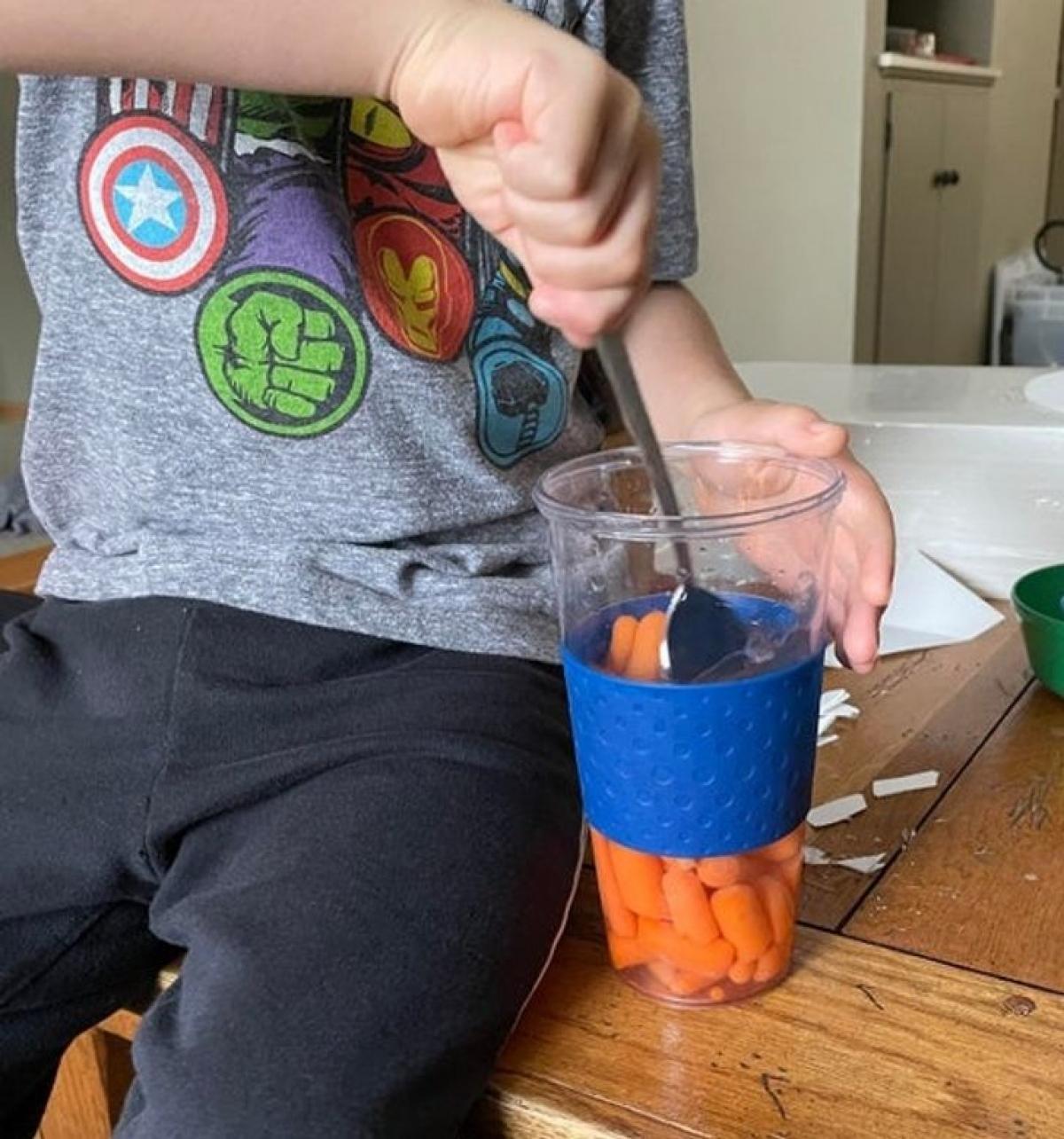 Con tôi nó cả quyết có thể bào chế Fanta từ cà rốt.