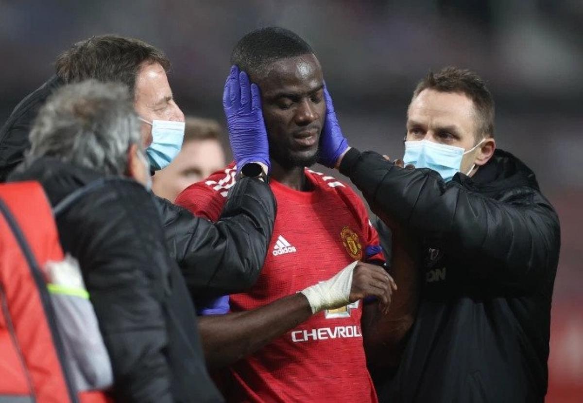 Eric Bailly sẽ vắng mặt ở trận đấu với Burnley do chấn thương ở cổ. (Ảnh: Reuters).