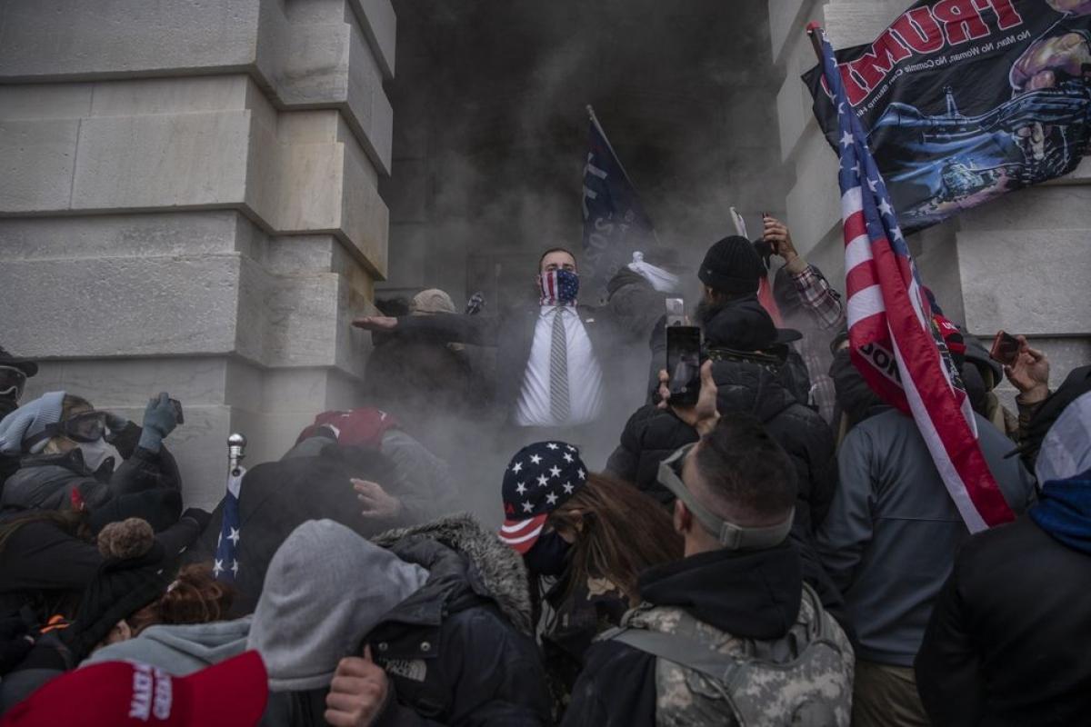 Mỹ treo thưởng 100.000 USD cho ai cung cấp thông tin kẻ gài bom gần trụ sở quốc hội. Ảnh: Bloomblerg