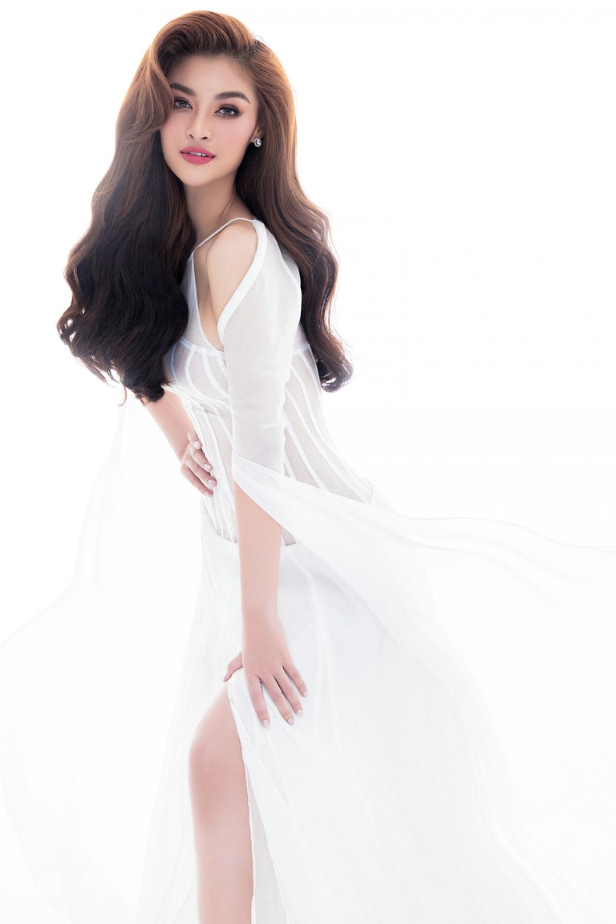 Có thể nói, người đẹp Quảng Nam là một trong số ít nàng hậu hiếm hoi có hoạt động nghệ thuật không ngừng nghỉ sau đăng quang.
