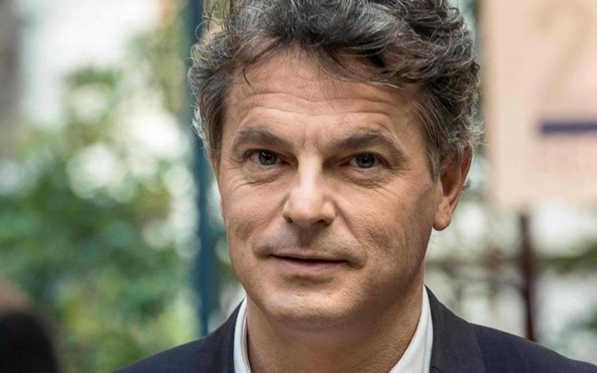 Ông Fabien Roussel, Bí thư toàn quốc Đảng Cộng sản Pháp gửi Điện mừng của Đảng Cộng sản Pháp đến Đại hội Đảng lần thứ XIII.Ảnh: Ouest-France.