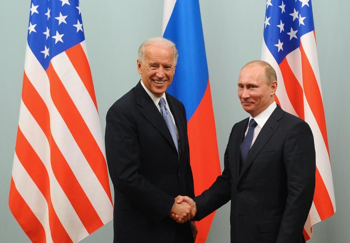 Ông Joe Biden và ông Vladimir Putin. Ảnh: The Bell