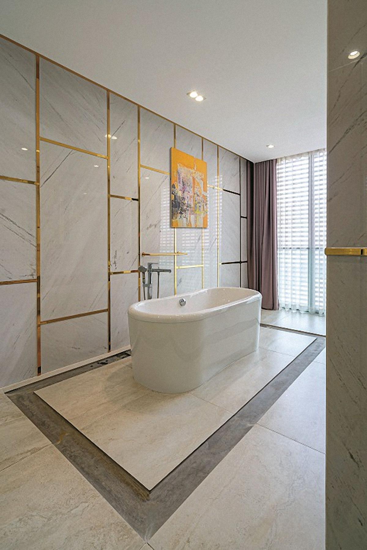 Phòng tắm thoáng sáng và tiện nghi. Đây thực sự là không gian thư giãn của chủ nhân.