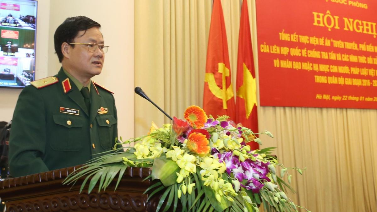 Thiếu tướng Nguyễn Văn Đức - Cục trưởng Cục Tuyên huấn báo cáo kết quả 5 năm triển khai thực hiện Đề án.
