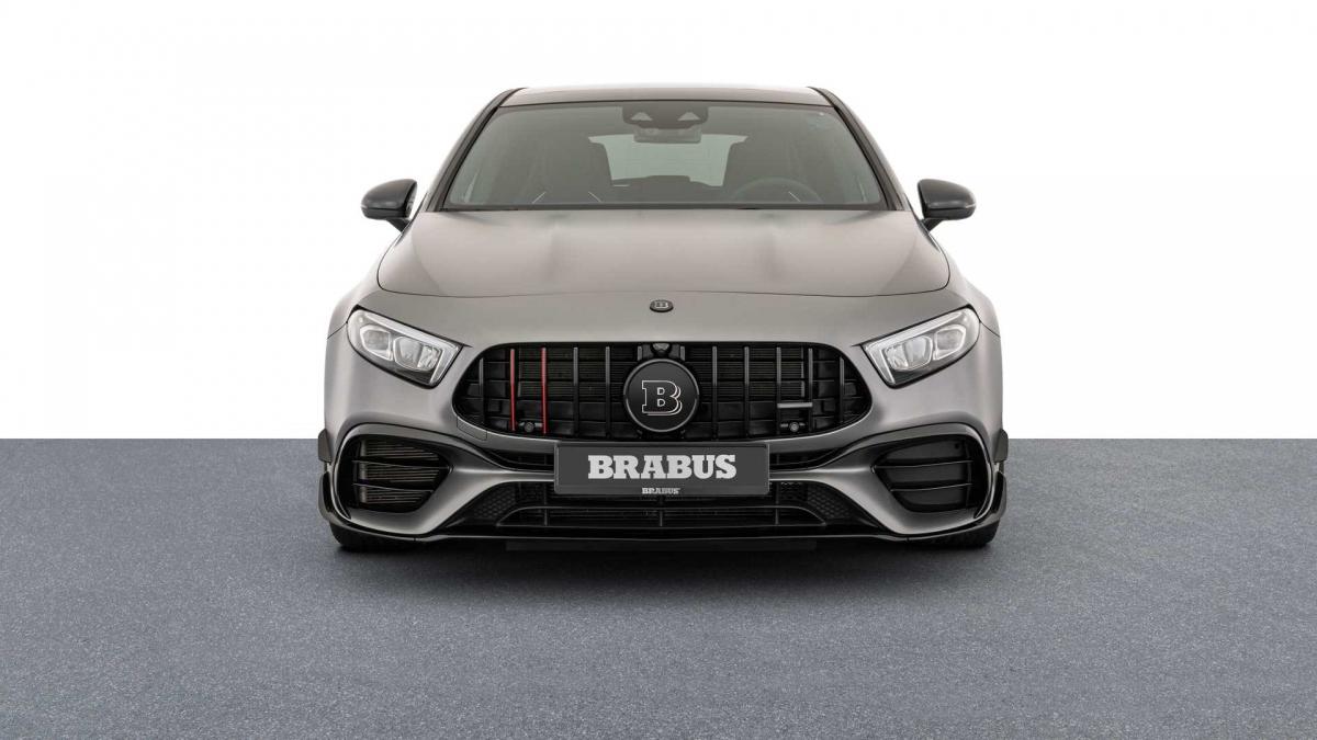 Với sự gia tăng công suất này, chiếc Brabus B45 có khả năng tăng tốc từ vị trí đứng yên lên 100 km/h trong chỉ 3,7 giây, nhanh hơn 0,2 giây so với trước.