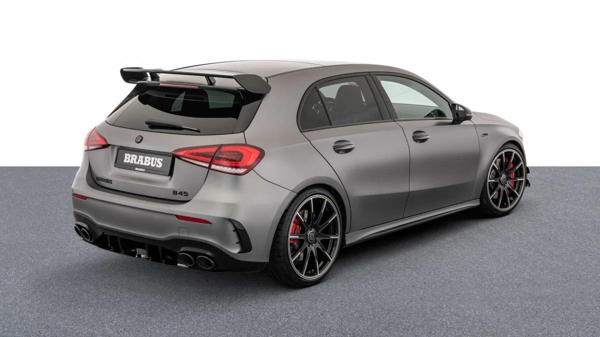 Bên cạnh nâng cấp hiệu năng cho xe, Brabus còn nâng cấp nhẹ ngoại thất của A45 S mới. Đầu tiên là bộ mâm Brabus Monoblock nguyên khối, kích thước 20 inch tạo cho xe cảm giác to lớn hơn.