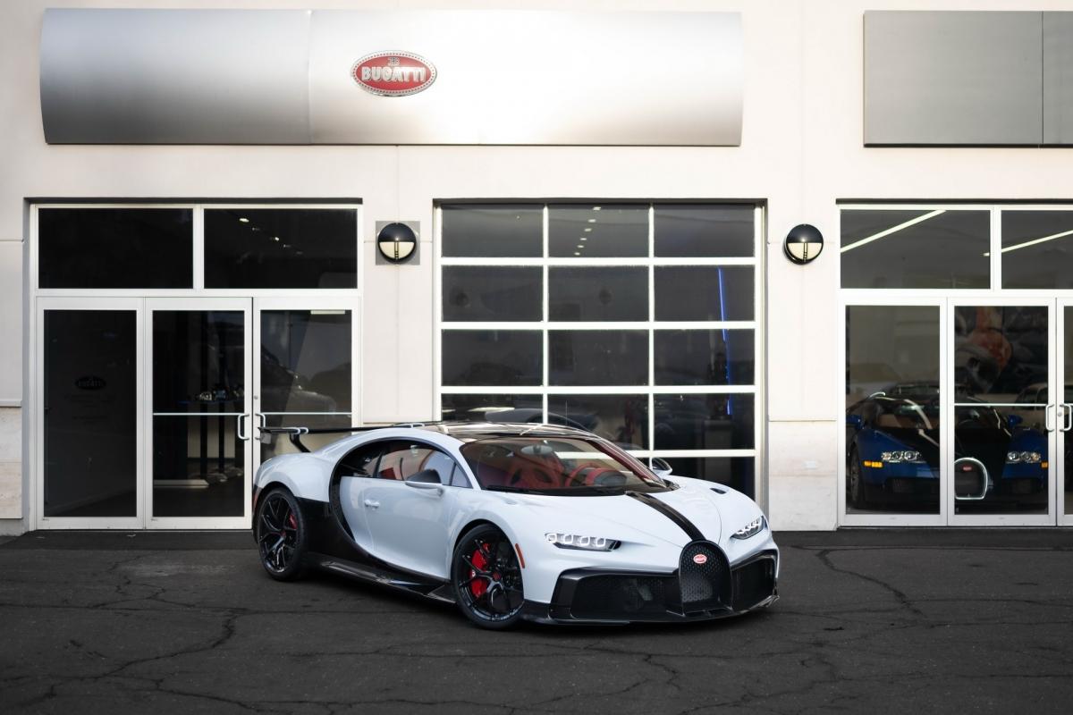 Sau khi được thử nghiệm trên cả đường đua và đường phố công cộng khắp Châu Âu, Bugatti cuối cùng cũng đã bàn giao những chiếc Chiron Pur Sport đầu tiên về với tay chủ nhân của chúng.
