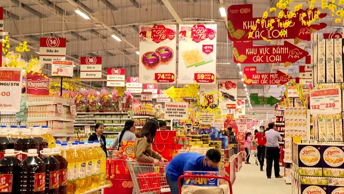Các siêu thị, cửa hàng tiện ích ở Trà Vinh đã nhập đủ hàng phụcvụ thị trường Tết Tân Sửu.