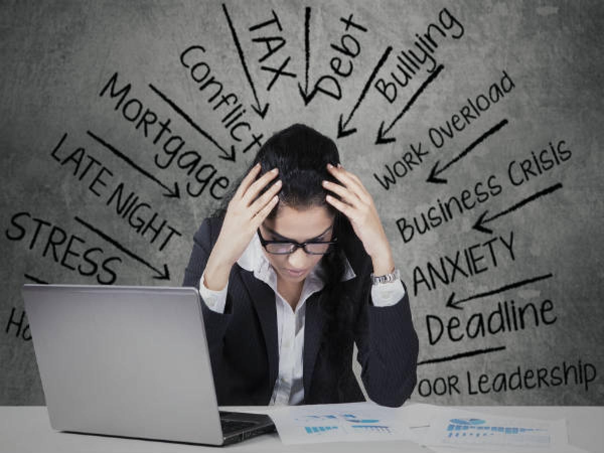 Kiểm soát căng thẳng: Lễ Tết cũng có thể gây căng thẳng cho nhiều người khi phải chuẩn bị cỗ bàn, quà bánh, dọn dẹp nhà cửa, v.v. Căng thẳng có thể khiến cơ thể sản sinh hormone cortisol gây tăng cân, do đó hãy cố gắng tránh căng thẳng hết mức có thể.