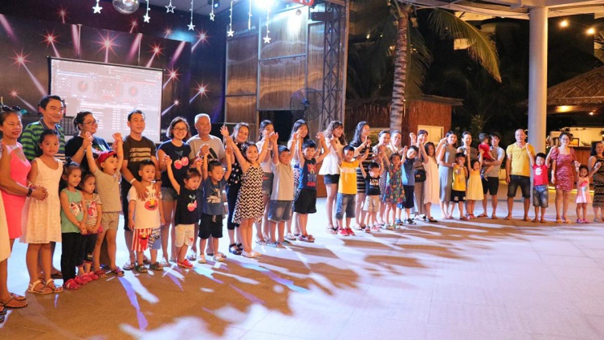 Các thế hệ trong gia đình thêm gắn bó khi tham gia các trò chơi ngoài trời thú vị tại Riviera.