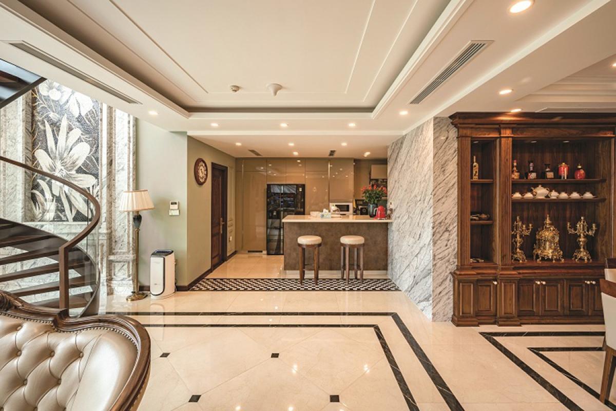 Không gian bếp nấu được tách biệt bởi không gian chung để đảm bảo tính sang trọng, sạch sẽ. Kết nối với bên ngoài là một quầy bar có tác dụng ngăn cách và che chắn tầm nhìn.