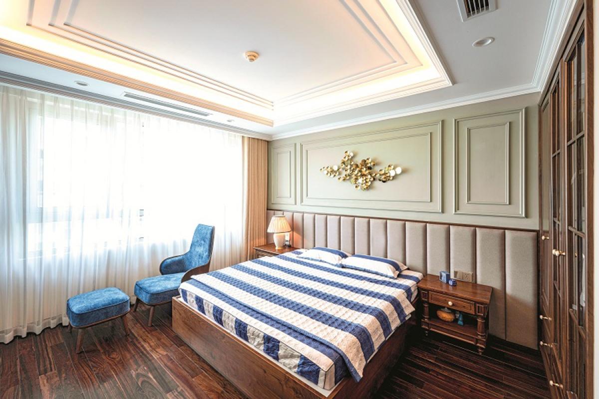 Phòng ngủ con trai ở tầng trên. Nội thất và màu sắc có phần đơn giản hơn để phù hợp với giới tính.