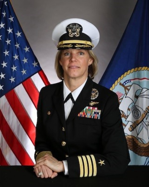 Amy Bauernchmidt - chỉ huy tương lai của tàu chạy bằng năng lượng hạt nhân USS Abraham Lincoln; Nguồn: gcaptain.com