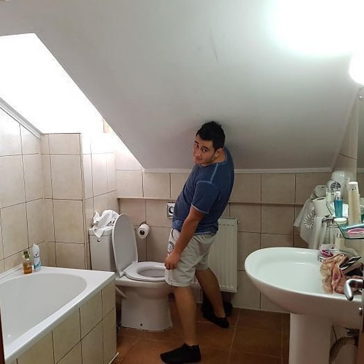 Nhà vệ sinh dành cho người có chiều cao giới hạn.../.