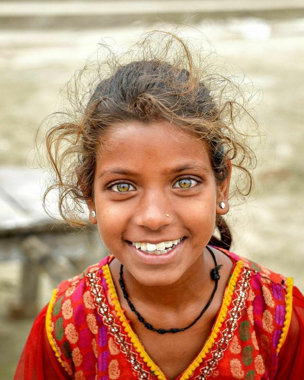 Nụ cười hồn nhiên của một bé gái Ấn Độ.