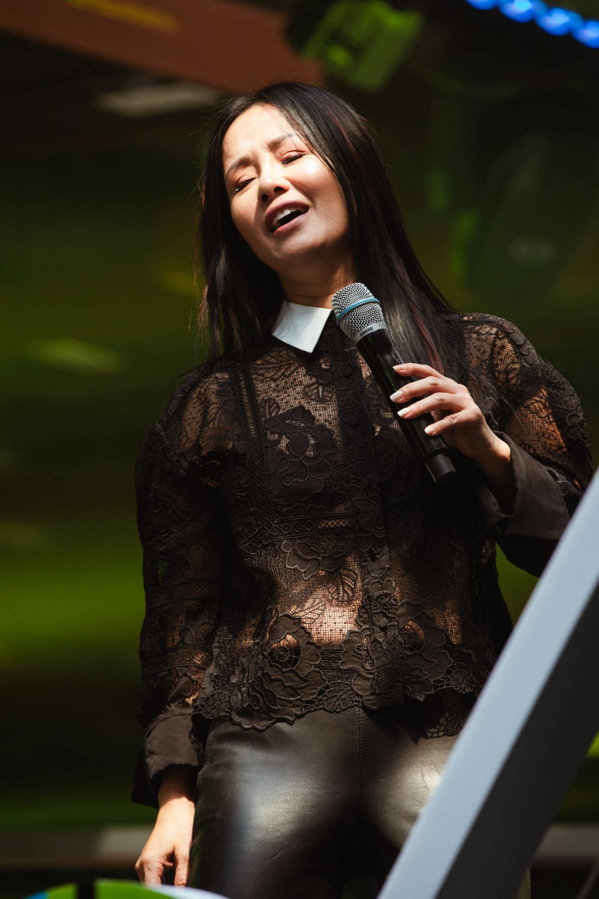 Diva Hồng Nhung.