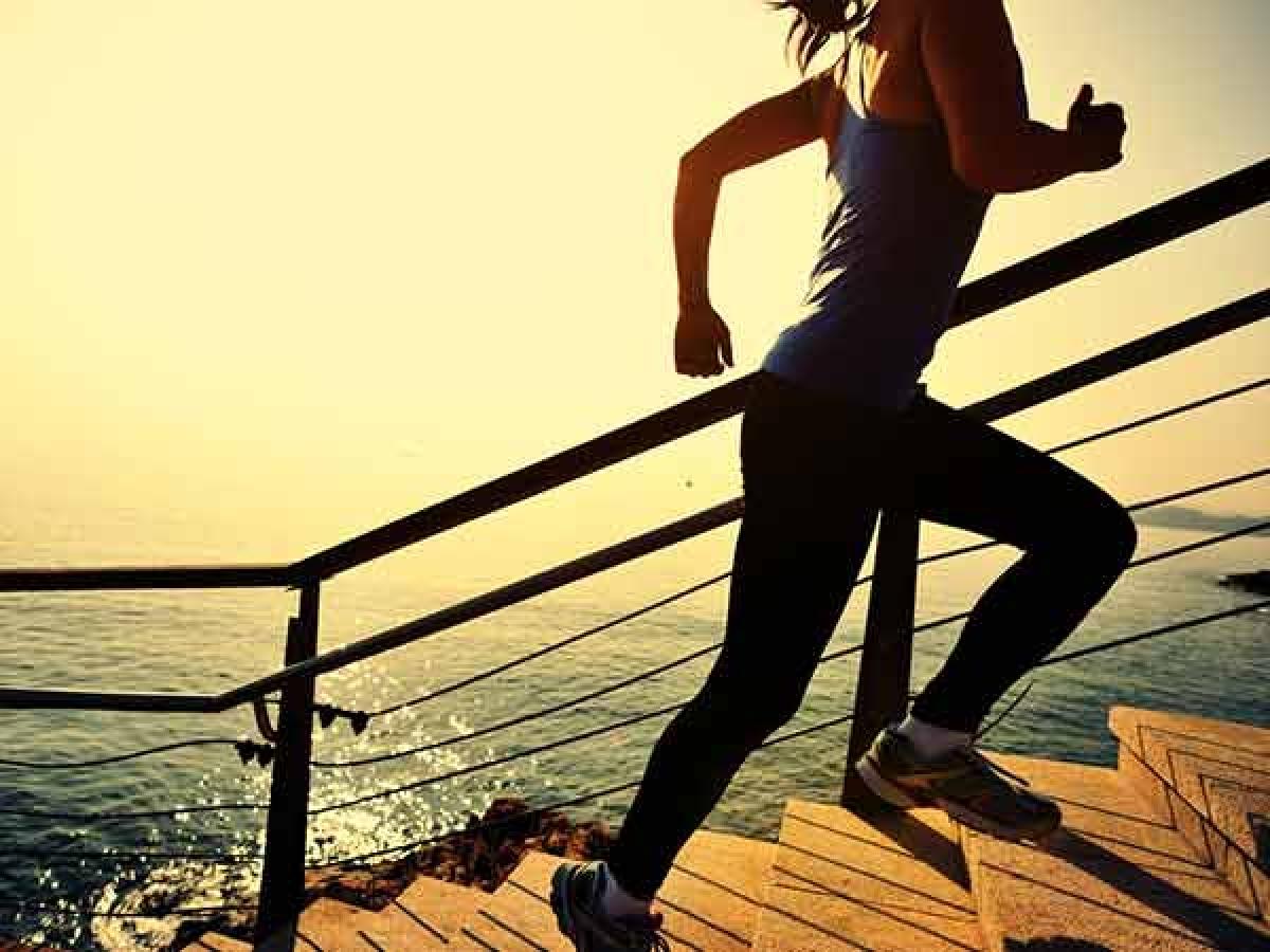 Tập thể dục: Sau một bữa ăn giàu cholesterol, bạn nên đi bộ, leo cầu thang hoặc tập thể dục nhẹ nhàng nhằm cải thiện hiệu quả tiêu hóa và kiểm soát cân nặng.