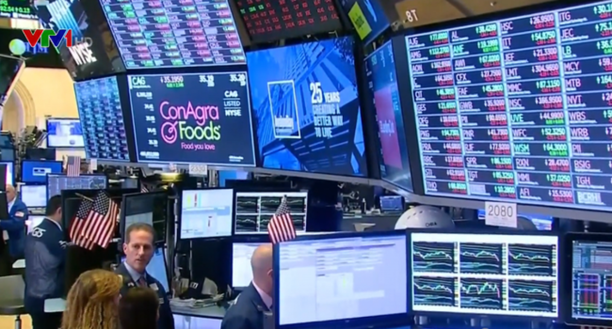 Các loại cổ phiếu trên thị trường chứng khoán Mỹ đồng loạt giảm điểm. Ảnh minh họa: VTV