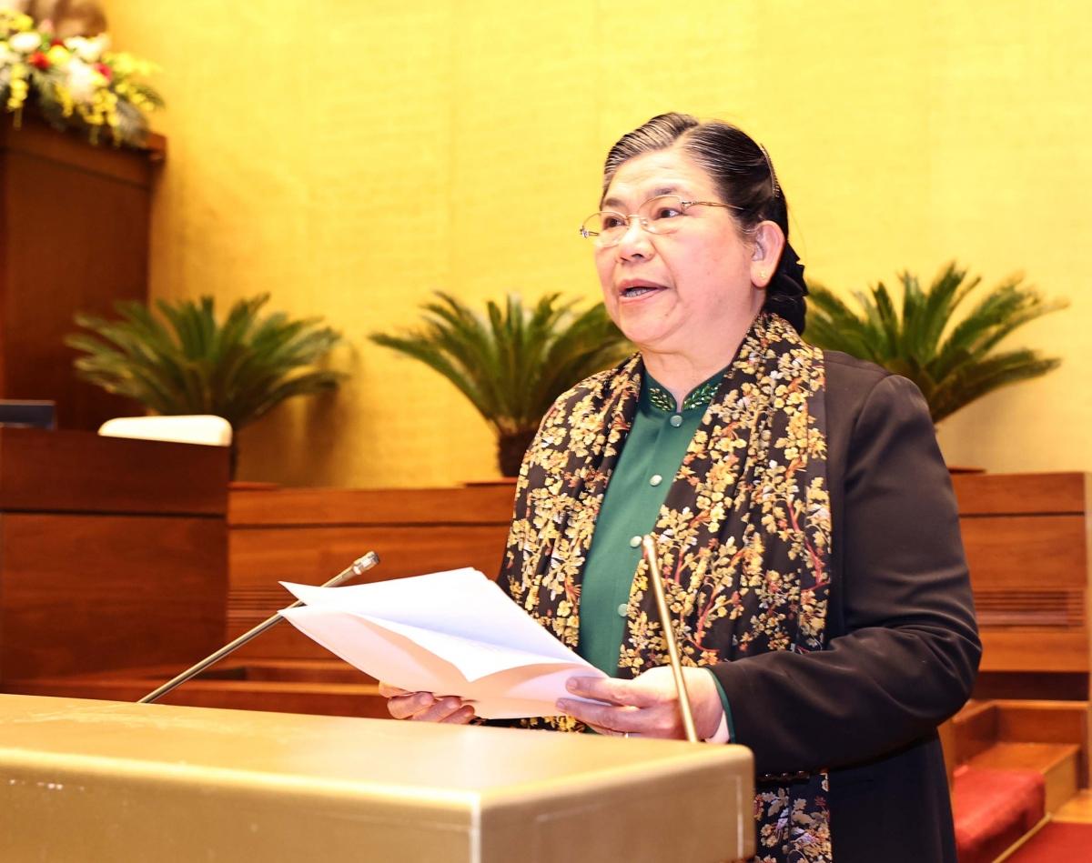 Bà Tòng Thị Phóng nhấn mạnh năm 2021 Đảng bộ cơ quan Văn phòng Quốc hội phục vụ tốt công tác bầu cử đại biểu Quốc hội Khóa XV; chuẩn bị tốt công tác phục vụ hoạt động của Quốc hội khóa mới