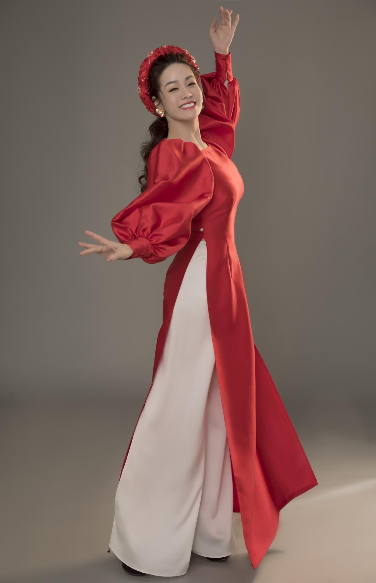 Bước sang tuổi 35 thế nhưng nhan sắc của Nhật Kim Anh luôn được khen ngợi là trẻ trung xinh đẹp, thậm chí cô còn thường xuyên đảm nhận những vai diễn thiếu nữ tuổi đôi mươi.