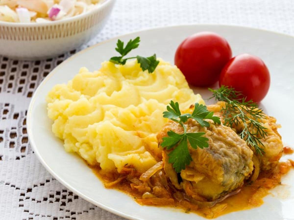 Thịt và khoai tây: Thịt ăn kèm với khoai tây nghiền là món khoái khẩu của nhiều người, tuy nhiên lượng protein và chất béo bão hòa có trong hai thực phẩm này có thể gây các vấn đề về tiêu hóa.
