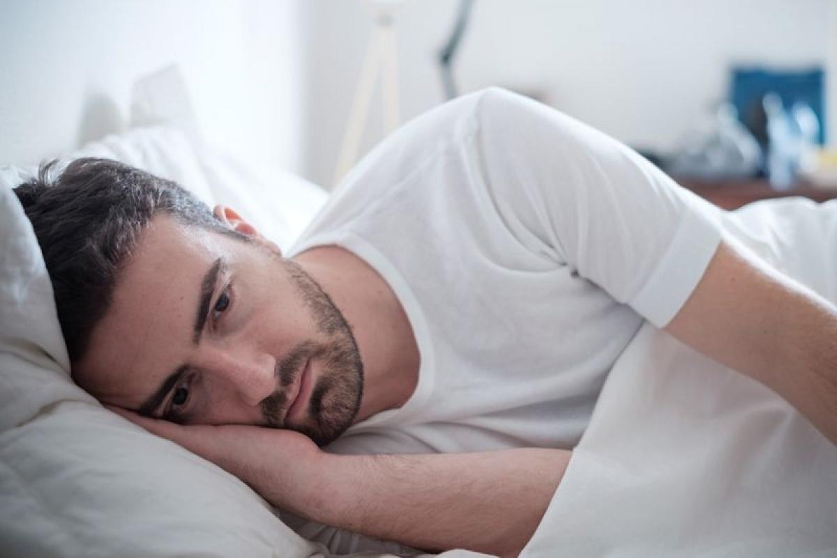 Mất ngủ: Lạm dụng rượu bia trong thời gian dài khiến giấc ngủ của ta lệ thuộc vào cồn. Một khi đã nghiện rượu hoàn toàn, người nghiện rượu sẽ không thể ngủ nếu không uống một lượng lớn rượu bia.
